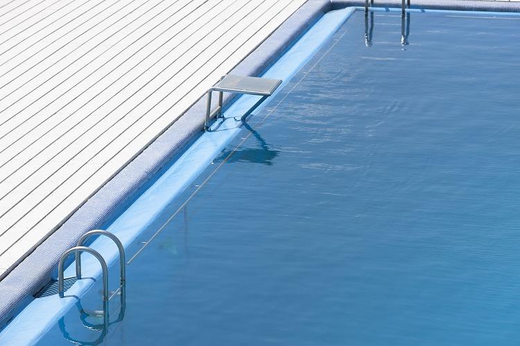 遊園地よみうりランド内のプールで夏限定のリゾートバイト