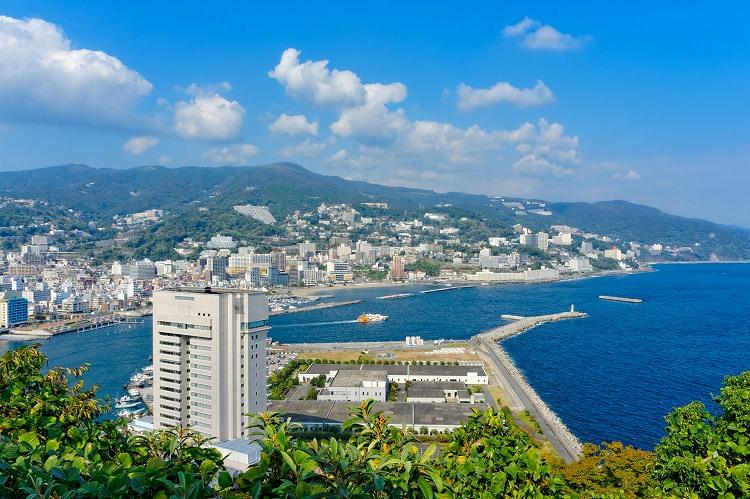 高校の夏休みに熱海のホテルのレストランでリゾートバイト