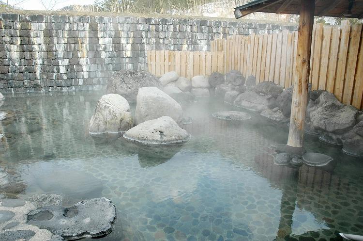 長野県の白骨温泉でホテルフロントのリゾートバイトを体験