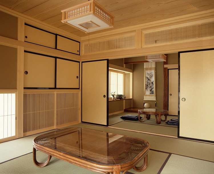 夏に静岡県伊東市にある旅館でリゾバの住み込みアルバイト