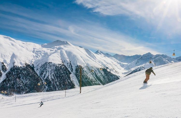 新潟県湯沢町の苗場スキーリゾート近隣のペンションで冬のリゾートバイト