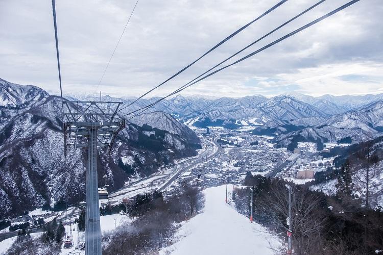 冬に求人で見つけた新潟県湯沢のスキー場のリゾートバイトを経験して