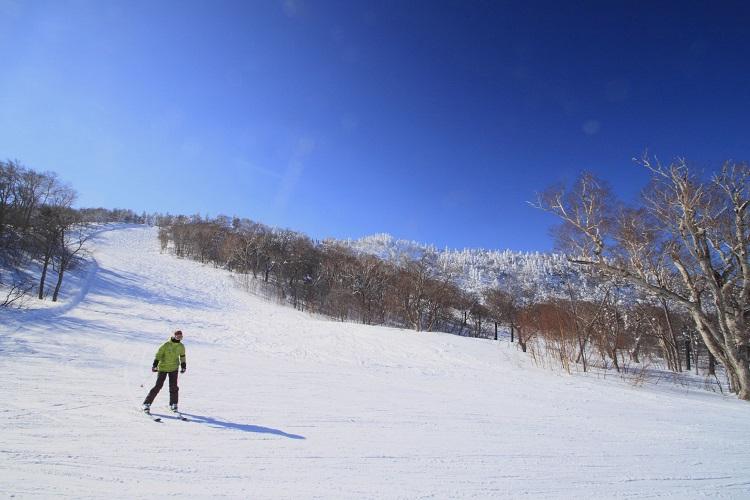 長野県志賀高原の高天原マンモススキー場で冬のリゾートバイト