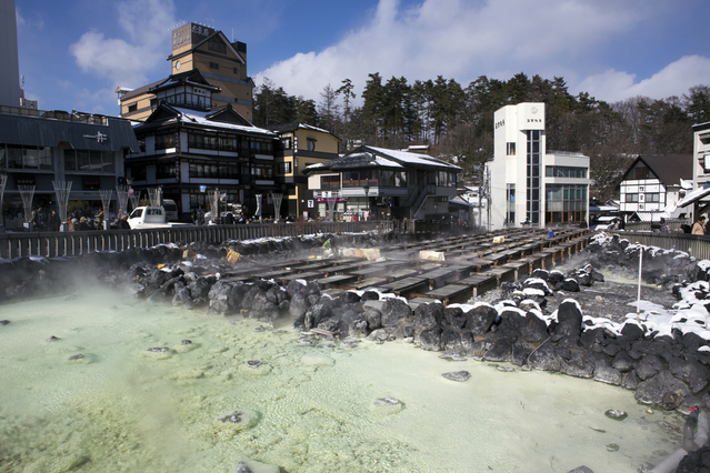 求人誌で住み込みリゾートバイトを探して群馬県草津温泉のホテルアルバイト