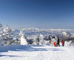 長野県の志賀高原にあるホテルを求人情報誌で探してリゾートバイト