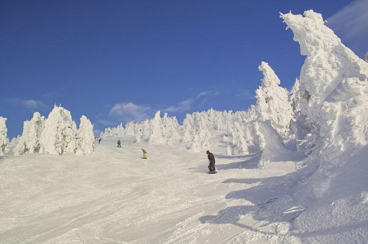 長野県志賀高原焼額山のスキー場と軽井沢で高収入のリゾートバイト